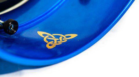 Runen-Emblem auf Innenseite mit Blattgold